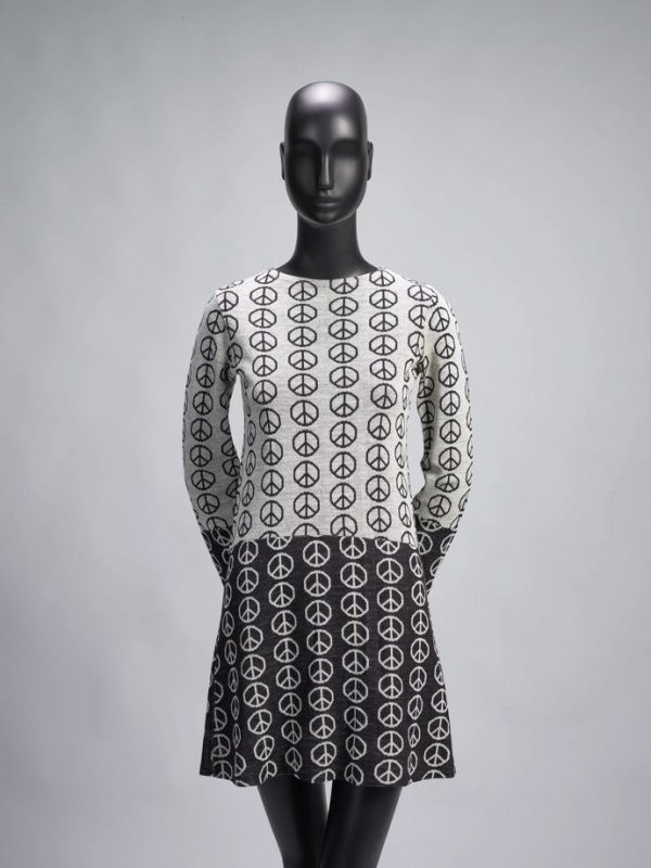 Alvin Duskn Knits Peace Dress - photo from de Young / Legion of Honor San Francisco